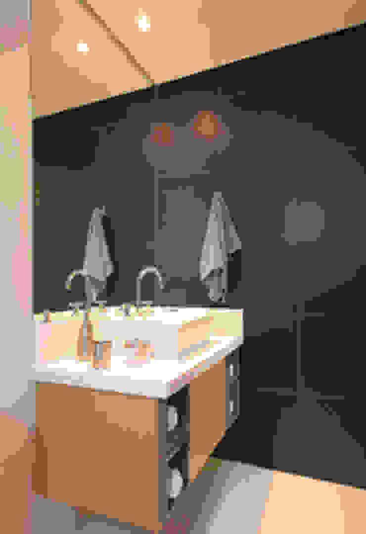 Banheiro Masculino Banheiros clássicos por Carolina Ouro Arquitetura Clássico