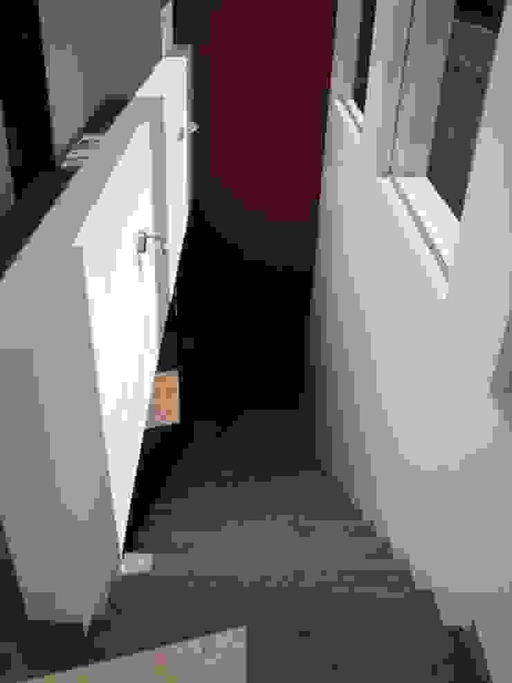 CASA SS ODRACIR Pasillos, vestíbulos y escaleras modernos