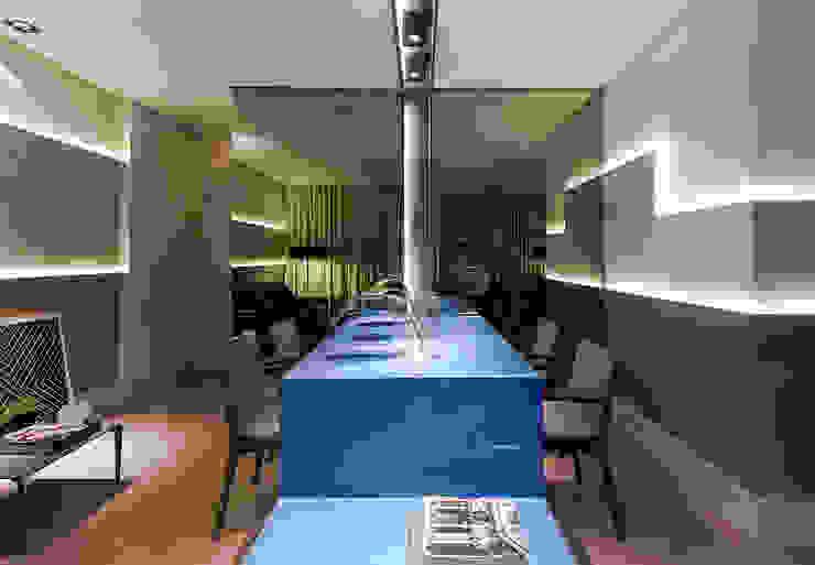 Столовая комната в стиле модерн от Matheus Menezes Arquiteto Модерн