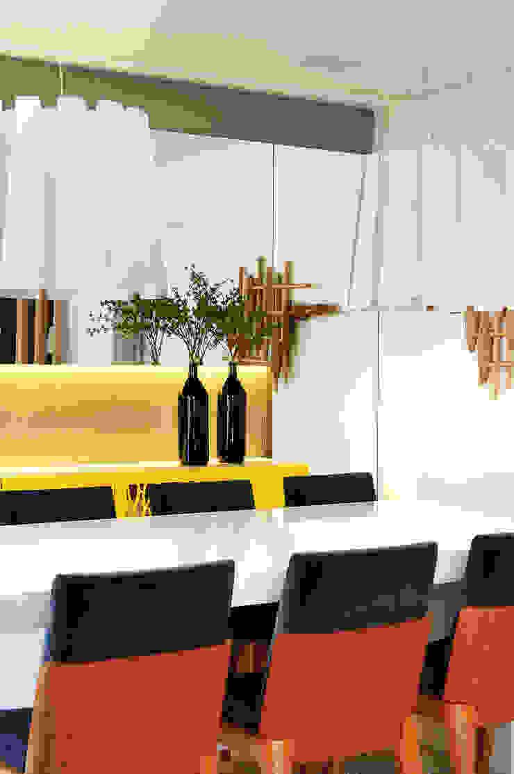 Thaisa Camargo Arquitetura e Interiores Dining roomAccessories & decoration Multicolored