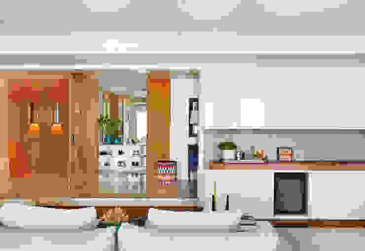 Thaisa Camargo Arquitetura e Interiores Koridor & Tangga Modern Multicolored