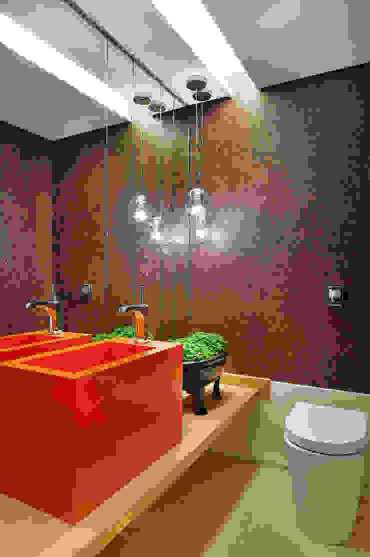 Thaisa Camargo Arquitetura e Interiores Kamar Mandi Modern Orange