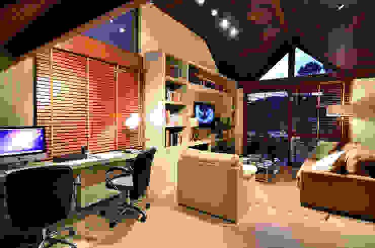 Oficinas de estilo rústico de Stúdio Márcio Verza Rústico