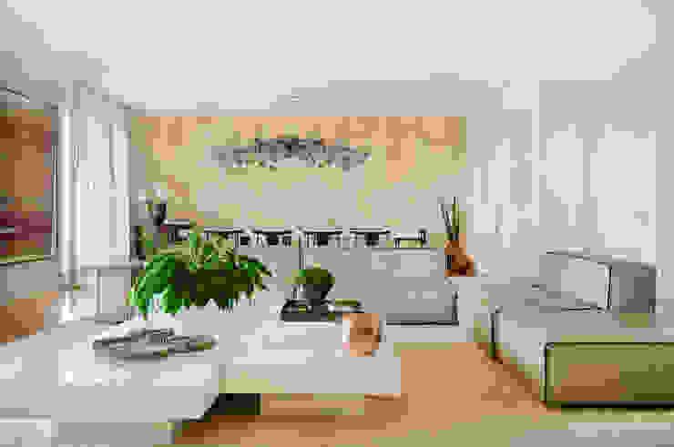 Thaisa Camargo Arquitetura e Interiores Salon moderne Multicolore
