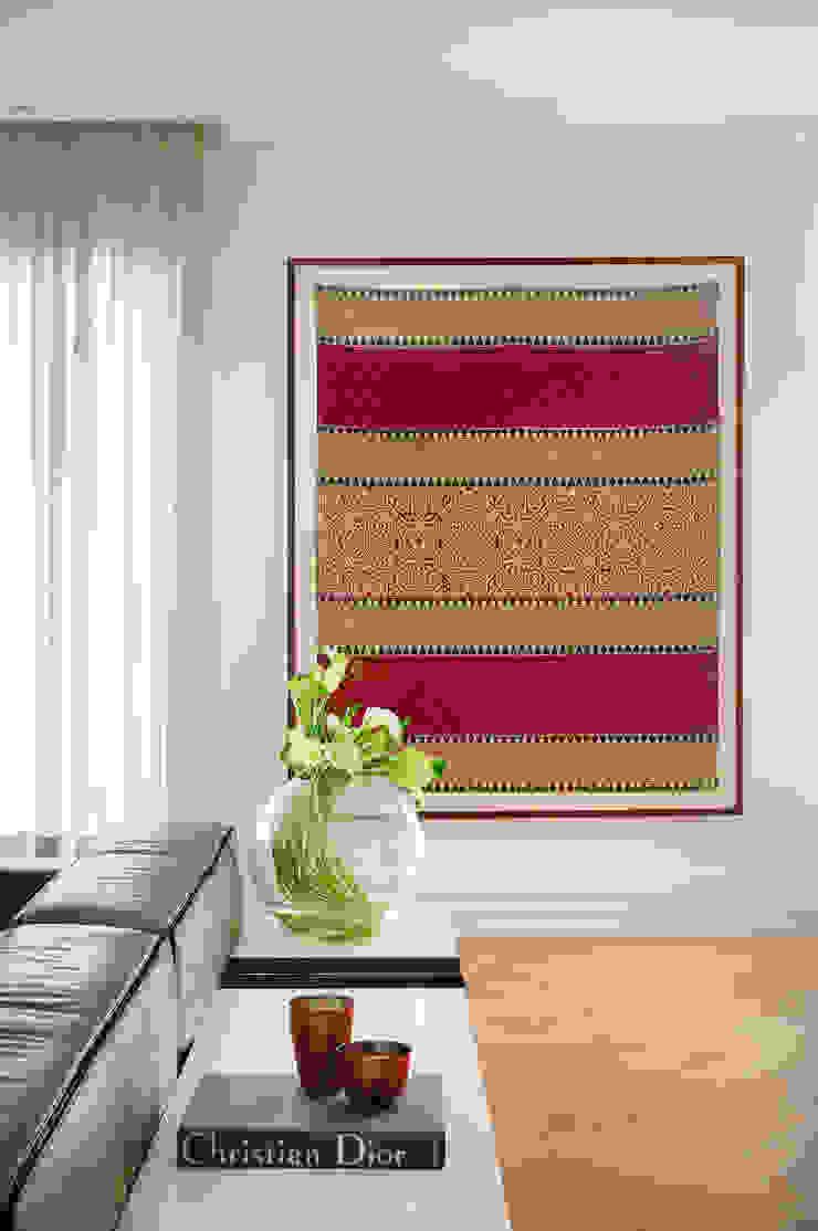 Thaisa Camargo Arquitetura e Interiores SalonAccessoires & décorations Multicolore