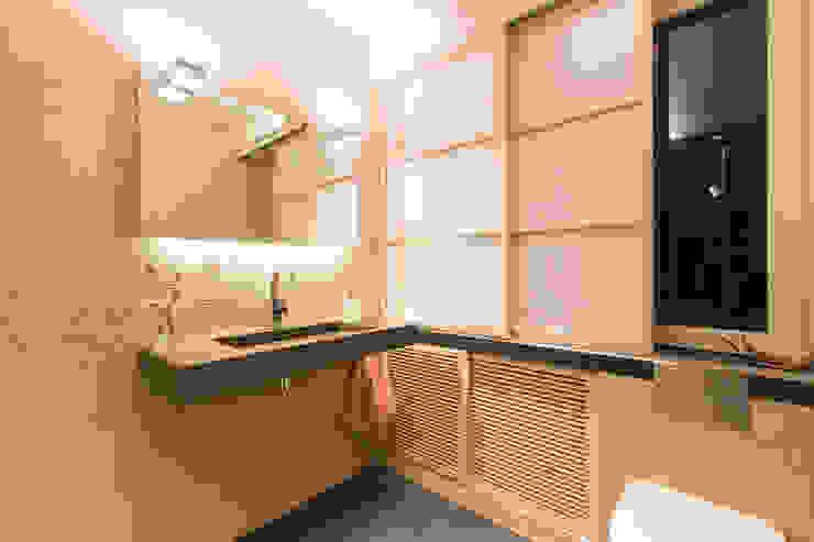 Phòng tắm phong cách châu Á bởi Ulrich holz -Baddesign Châu Á Tre Green