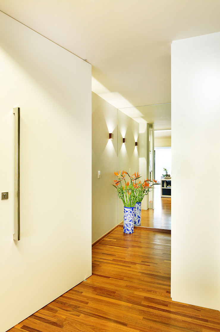 Thaisa Camargo Arquitetura e Interiores Couloir, entrée, escaliers modernes Multicolore