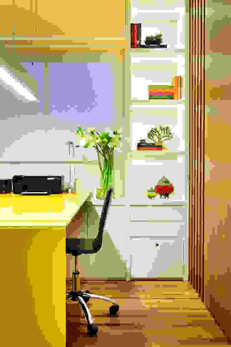 Thaisa Camargo Arquitetura e Interiores Bureau moderne Multicolore