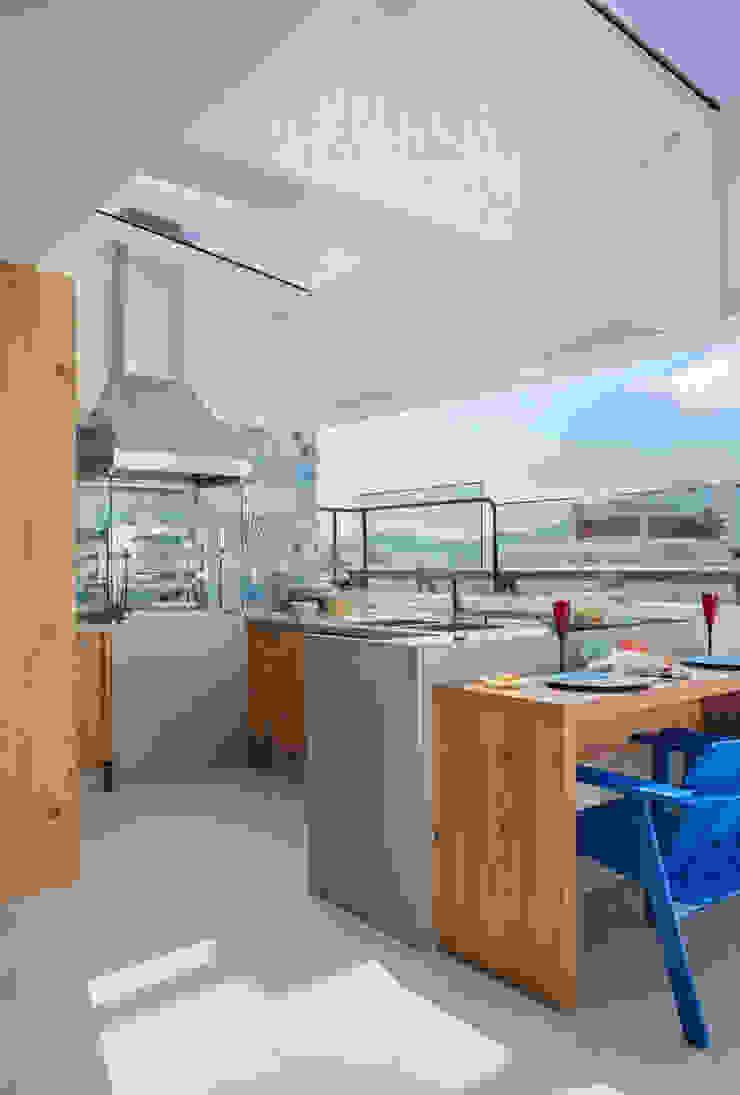 Ana Adriano Design de Interiores Balkon, Beranda & Teras Tropis Granit Grey