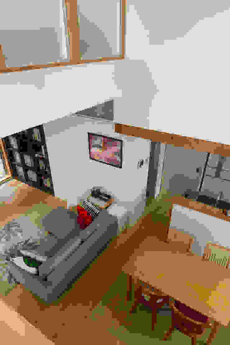 大岡山の家 北欧デザインの ダイニング の (有)伊藤道代建築設計事務所 北欧 無垢材 多色