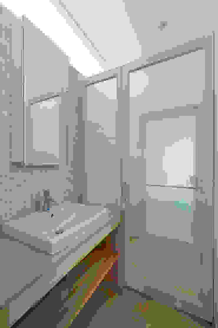大岡山の家 北欧スタイルの お風呂・バスルーム の (有)伊藤道代建築設計事務所 北欧 大理石