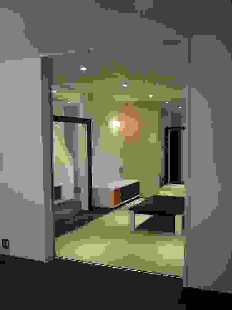 リビングより和室を見る の 青戸信雄建築研究所
