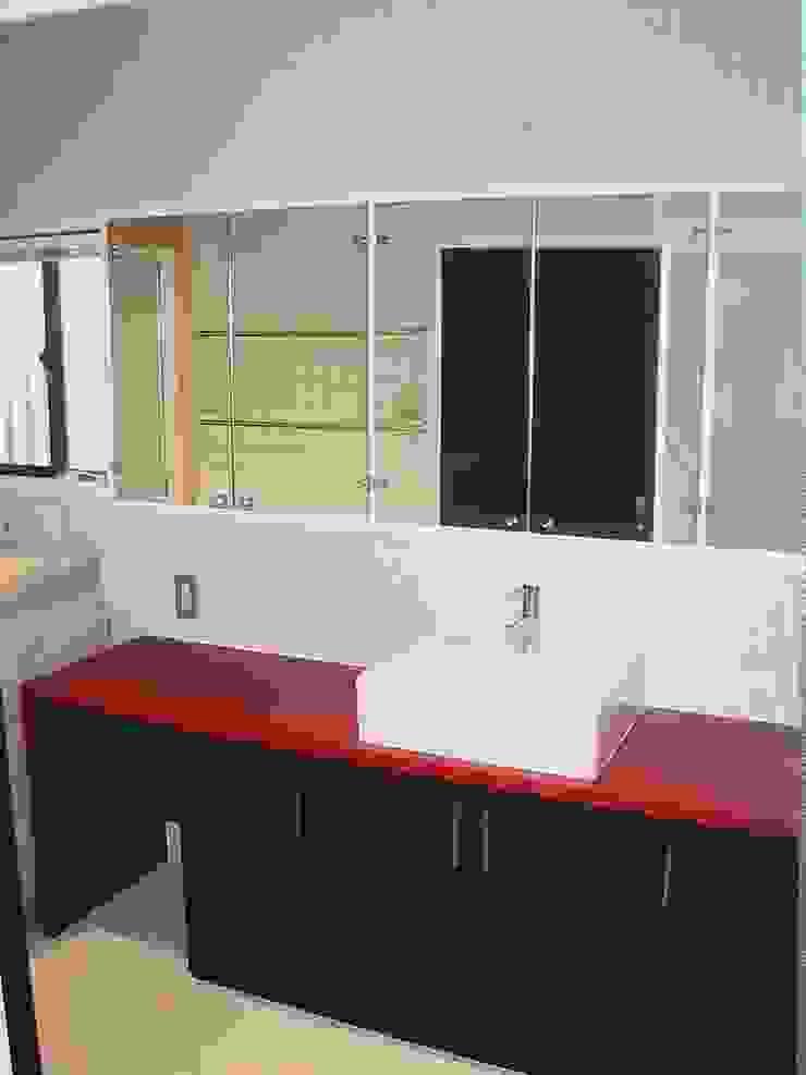 洗面スペース の 青戸信雄建築研究所