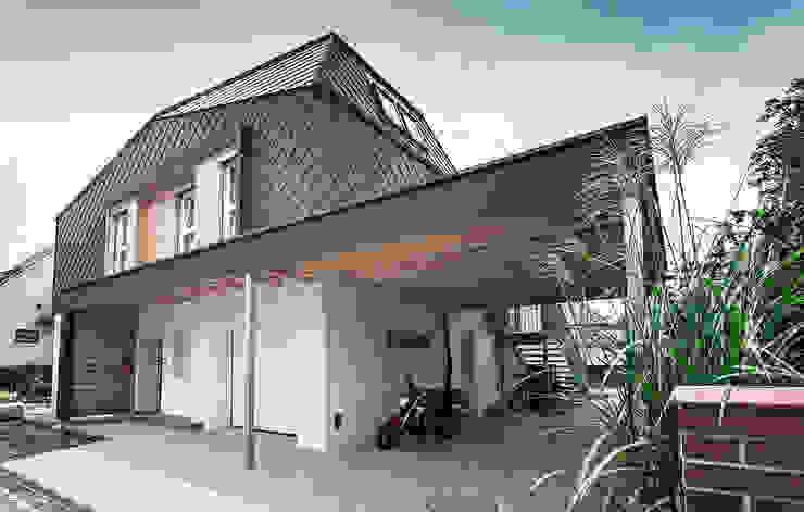 Nowoczesne domy od Florian Schober Architektur ZT Nowoczesny Aluminium/Cynk
