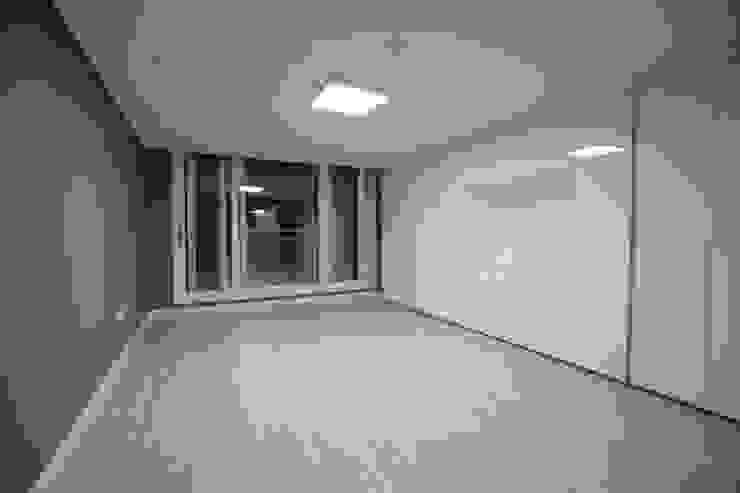 안방 (After): 1204디자인의 현대 ,모던