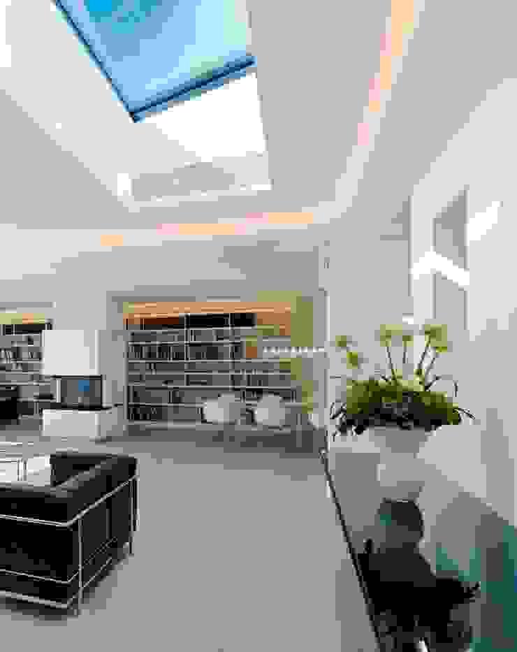Minimalist living room by Gritzmann Architekten Minimalist