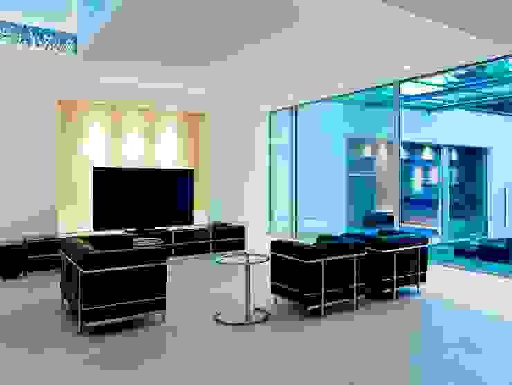 Minimalist media room by Gritzmann Architekten Minimalist