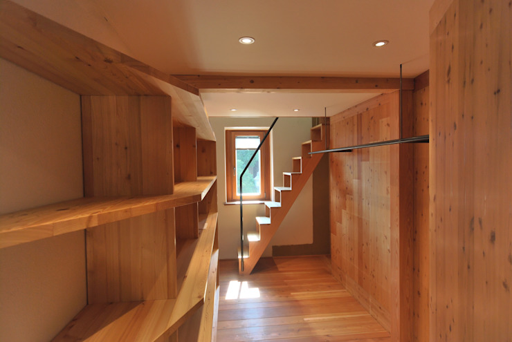 Closets de estilo ecléctico de allmermacke Ecléctico Madera Acabado en madera