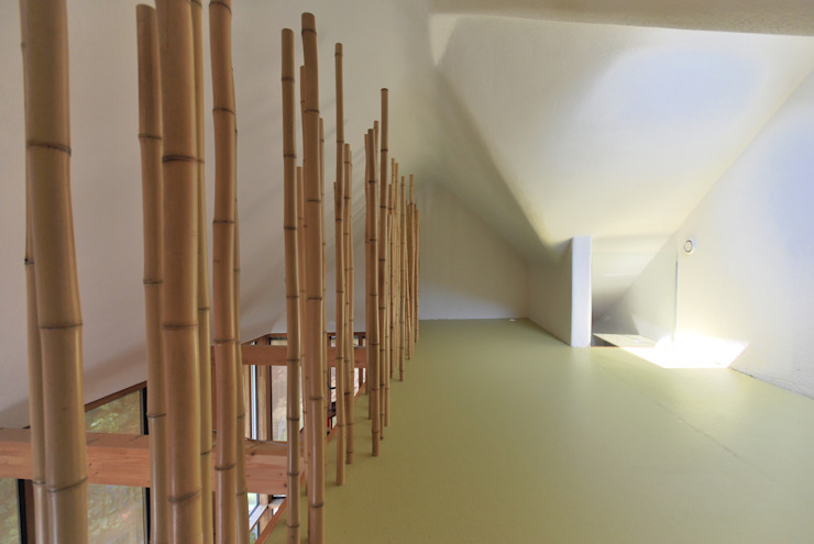 Eclectic style corridor, hallway & stairs by allmermacke Eclectic Bamboo Green
