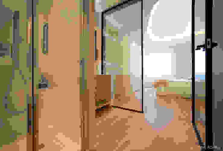 Bagno moderno di MADG Architect Moderno
