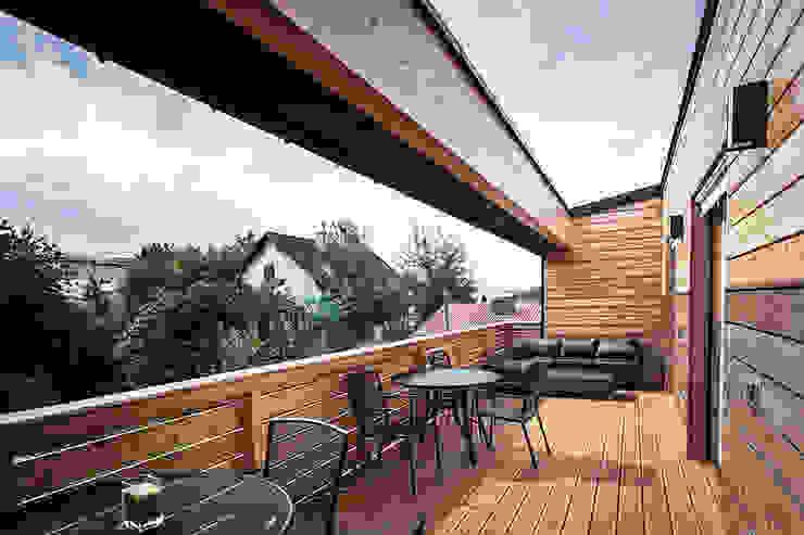 Balkon, Beranda & Teras Modern Oleh Florian Schober Architektur ZT Modern Kayu Wood effect