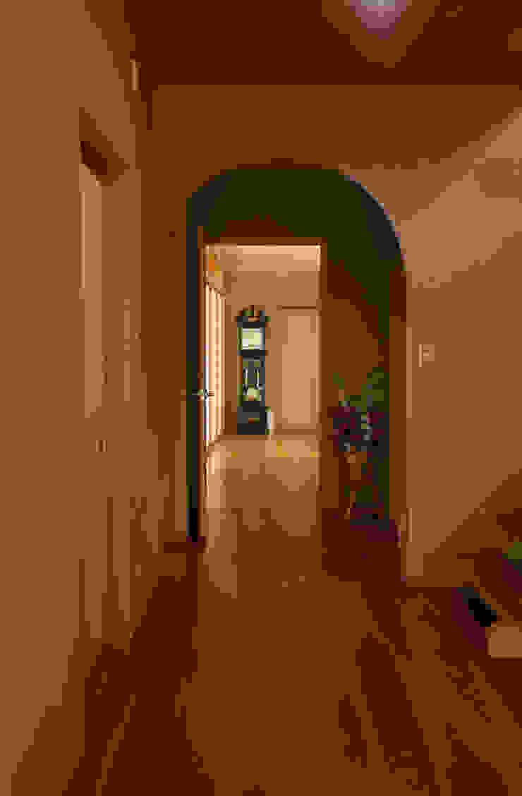 玄関 ホール モダンスタイルの 玄関&廊下&階段 の 吉田設計+アトリエアジュール モダン
