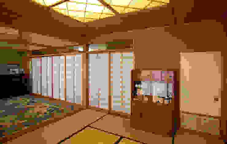 (和室・客間・あるいは茶の間) モダンデザインの リビング の 吉田設計+アトリエアジュール モダン