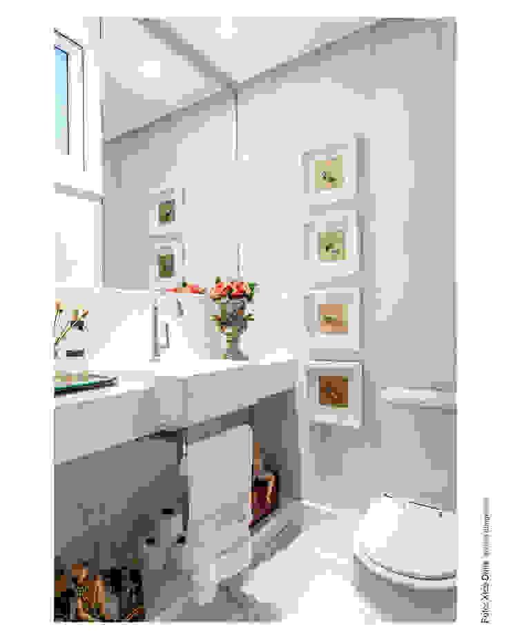 Lavabo romântico Banheiros clássicos por Cristiane Pepe Arquitetura Clássico