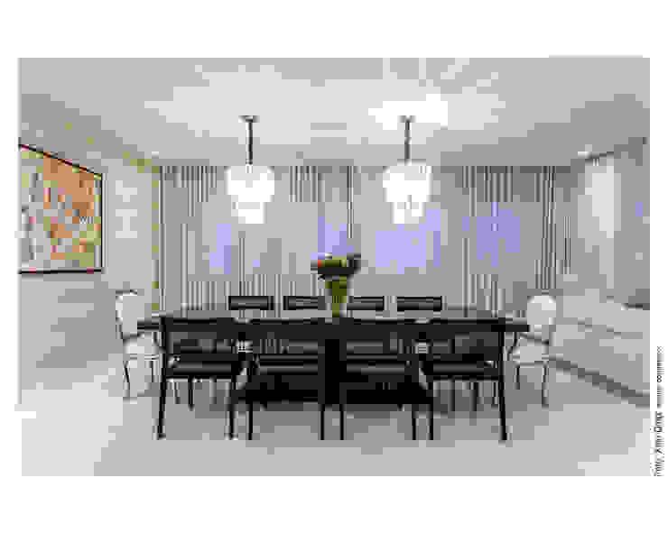 Preto, branco e nude Salas de jantar clássicas por Cristiane Pepe Arquitetura Clássico