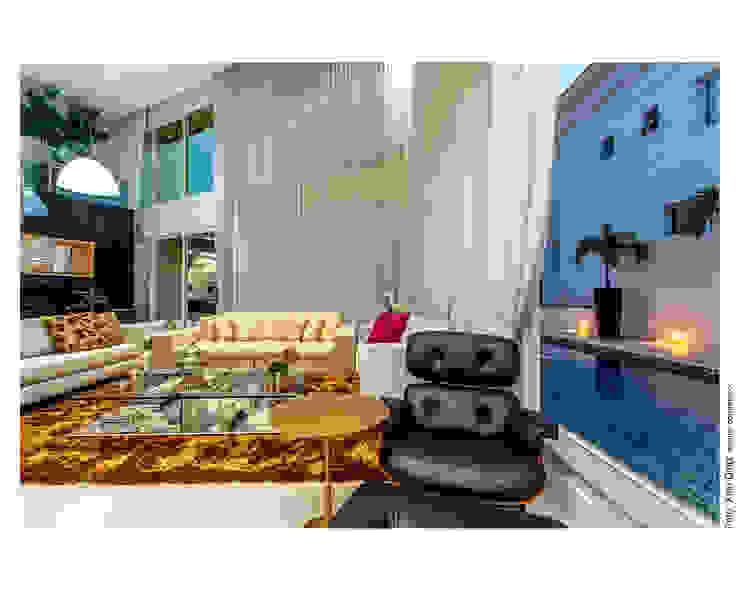 Piscina integrada a sala Salas de estar clássicas por Cristiane Pepe Arquitetura Clássico