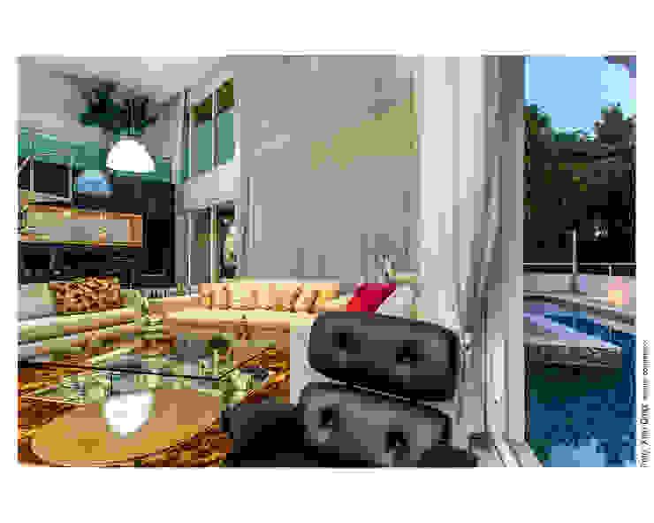 Preto e dourado como destaque Salas de estar clássicas por Cristiane Pepe Arquitetura Clássico