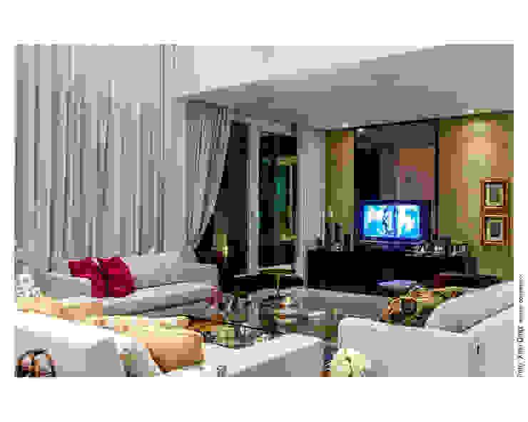 Home aconchegante Salas de estar clássicas por Cristiane Pepe Arquitetura Clássico