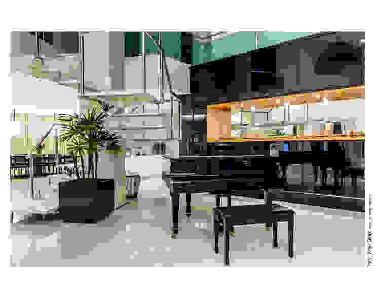Piano preto Salas de estar clássicas por Cristiane Pepe Arquitetura Clássico