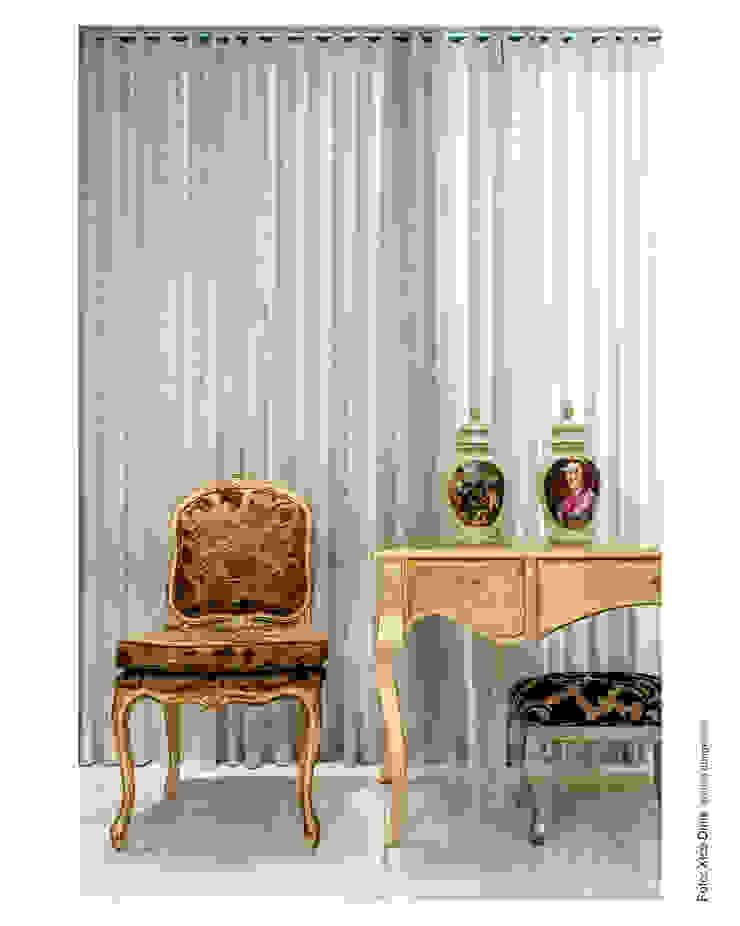 Aparador Salas de estar clássicas por Cristiane Pepe Arquitetura Clássico