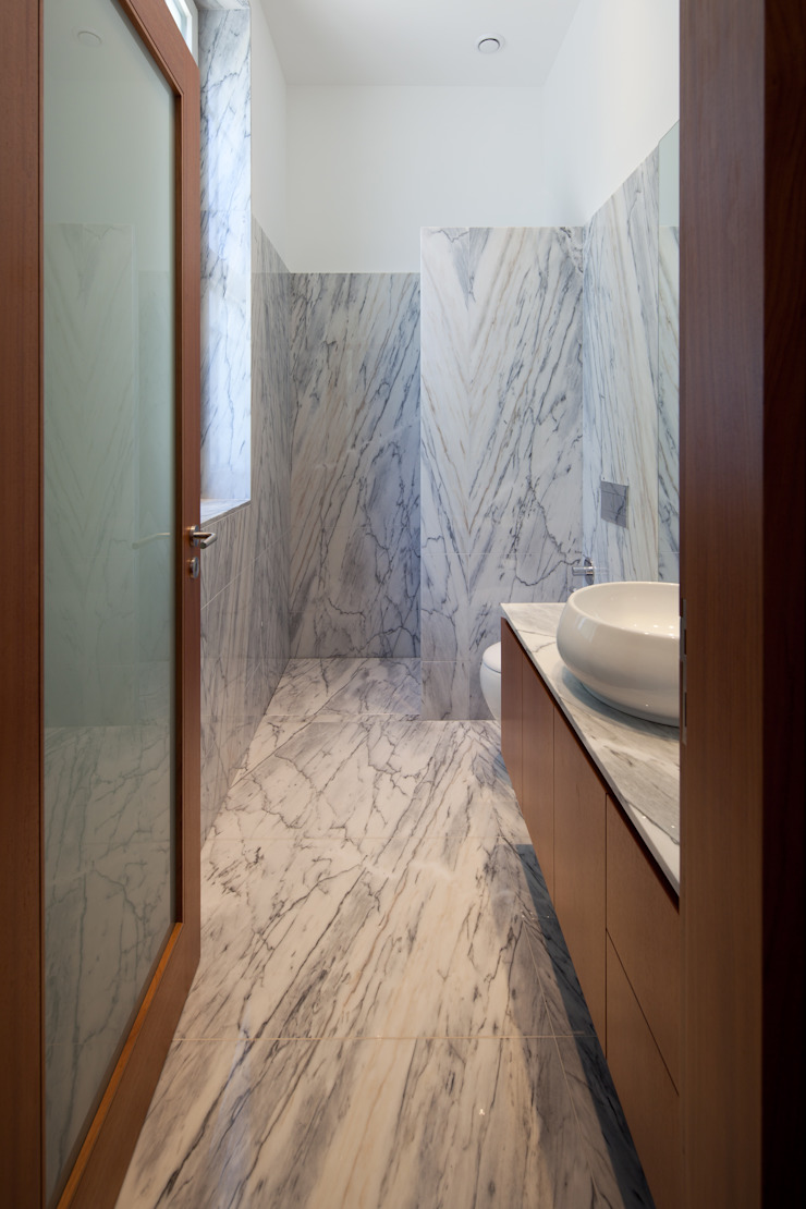 CASA M+F Casas de banho modernas por joão rapagão Moderno
