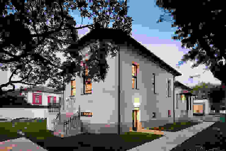 CASA M+F Casas modernas por joão rapagão Moderno