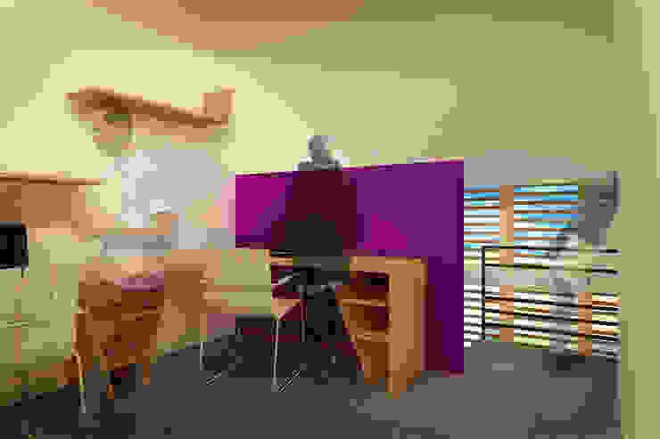 CASA TAR Estudios y despachos modernos de ODRACIR Moderno