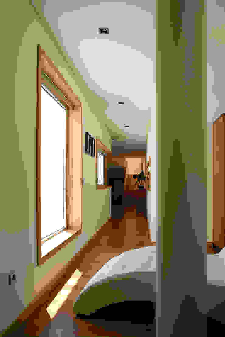 CASA S+L Corredores, halls e escadas modernos por joão rapagão Moderno