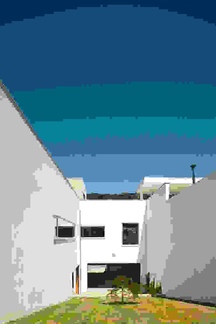 CASA S+L Casas modernas por joão rapagão Moderno
