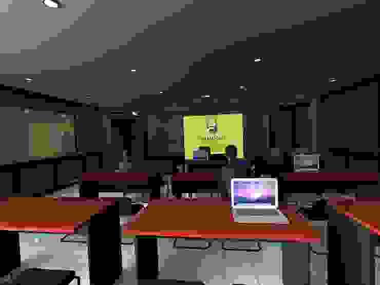 Vista Central de la Sala de ARQUITECTURA MB&A Moderno