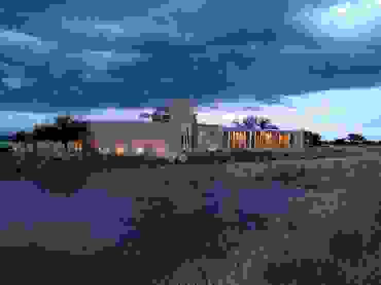 Fachada principal. Casas rurales de Paramétrica Arquitectos Rural