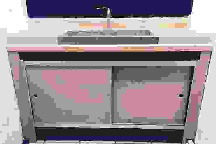 Mobiliario en madera y metal:  de estilo industrial por Mirlo Diseño Integral, Industrial