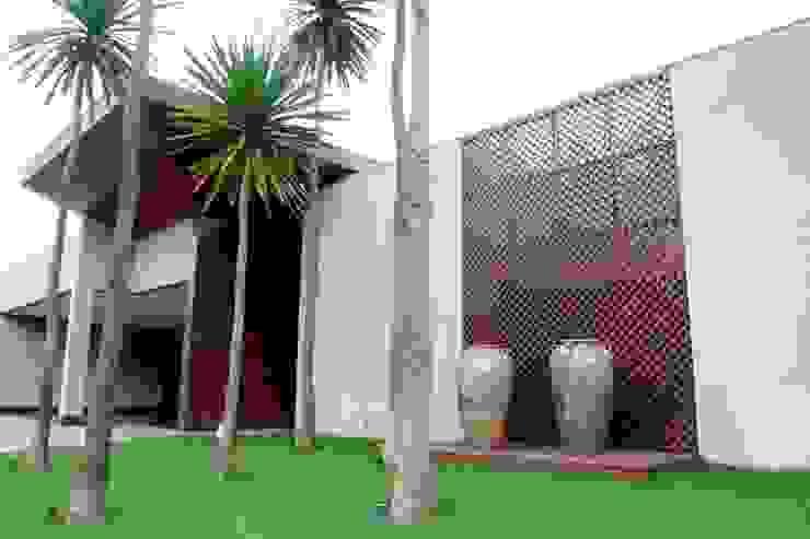 Дома в . Автор – RABAIOLI I FREITAS, Тропический Дерево Эффект древесины
