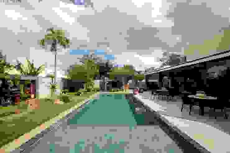 Jardim integrado ao Gourmet Jardins tropicais por RABAIOLI I FREITAS Tropical Pedra