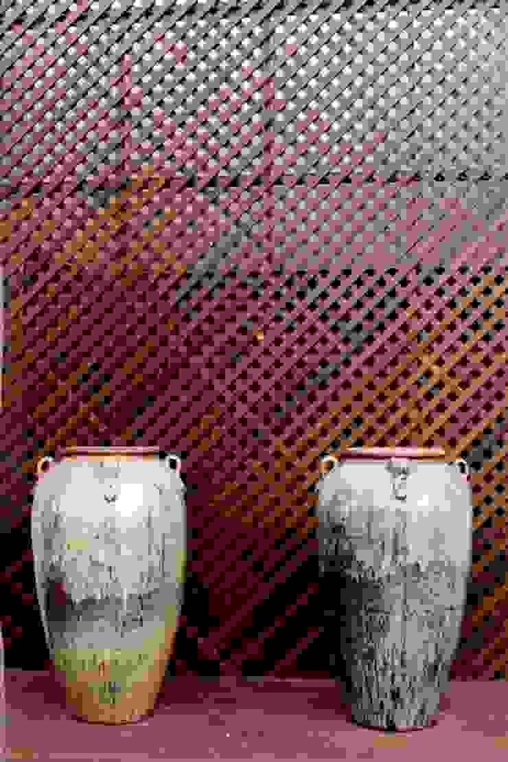 Detalhe em Muxarabi Casas mediterrâneas por RABAIOLI I FREITAS Mediterrâneo Madeira Efeito de madeira