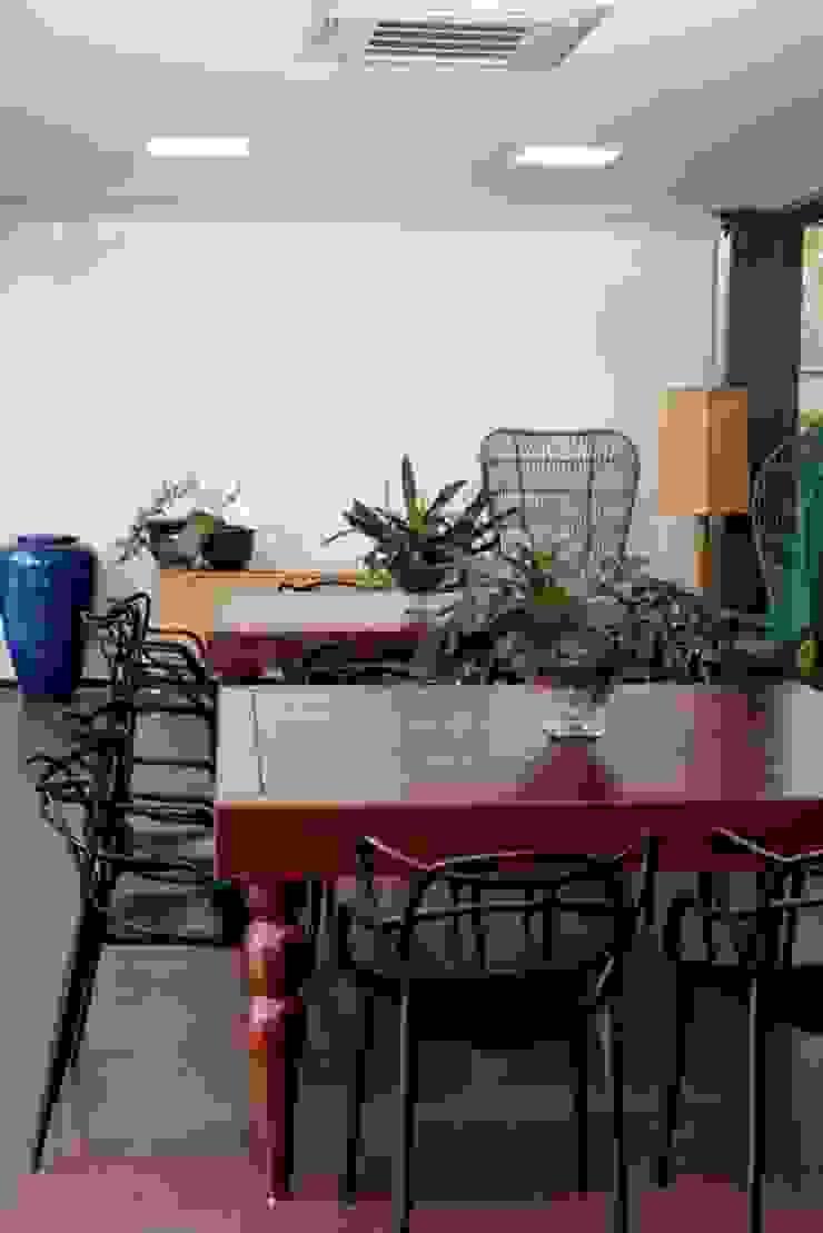 Rústico e moderno Varandas, alpendres e terraços tropicais por RABAIOLI I FREITAS Tropical Madeira Efeito de madeira