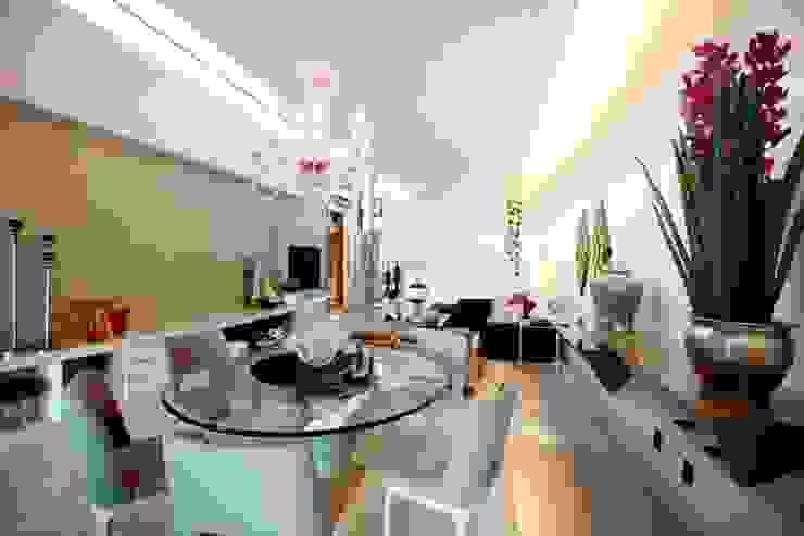 Efeito da luz no Living Salas de jantar modernas por RABAIOLI I FREITAS Moderno Têxtil Ambar/dourado