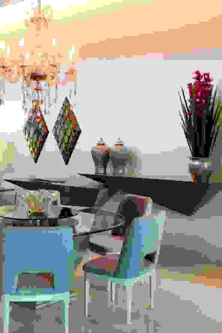 Tons de bege para o Jantar Salas de jantar modernas por RABAIOLI I FREITAS Moderno Cerâmica