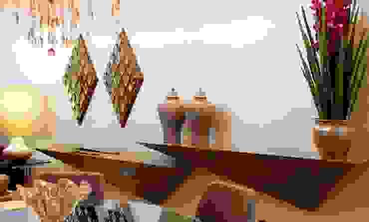 Simetria dos Aparadores Salas de jantar modernas por RABAIOLI I FREITAS Moderno Cerâmica