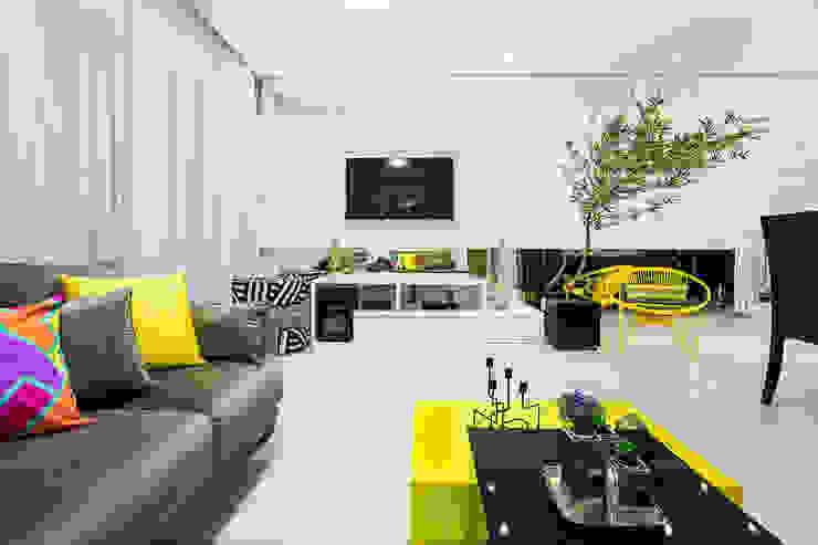 Amanda Pinheiro Design de interiores Modern living room Yellow